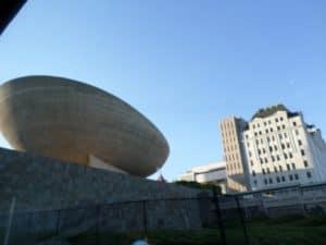 Koncertzāle The Egg no ārpuses. Nu neizskatās tik milzīga kā patiesībā ir.